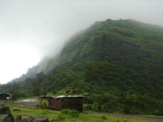 How to Reach Visapur Fort, an Excellent Monsoon Trek Near Mumbai For Beginners