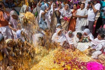 Holi 2018 Celebrated by Vrindavan Widows: Incredible Photos of Holi Celebration in Mathura District