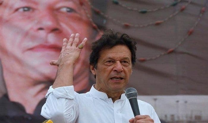 There is No Money to Run The Country, Says Pakistan PM Imran Khan; Urges Bureaucrats to Support Govt in Reforms