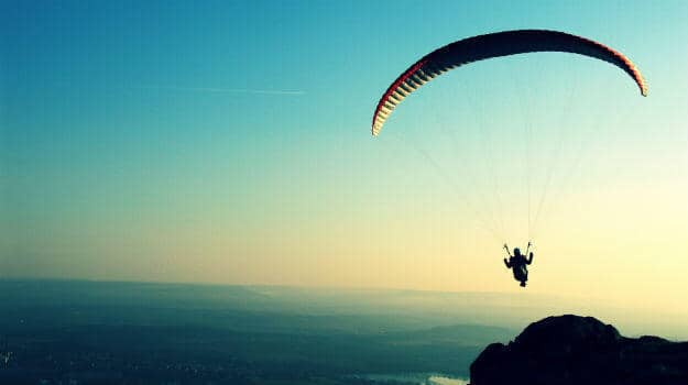 5 best Paragliding destinations in India that are breathtaking
