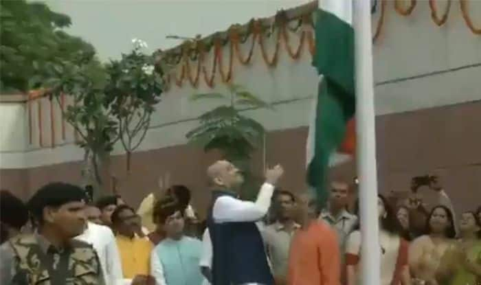 Tricolour Falls at BJP Office as Amit Shah Tries to Unfurl it; Congress, AAP Mock BJP Over Gaffe