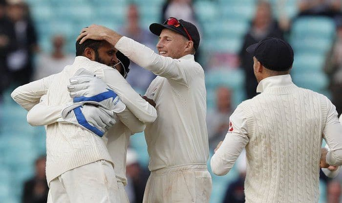 Joe Root celebrates the fall of Indian wicket with Adil Rashid_ICC Twitter