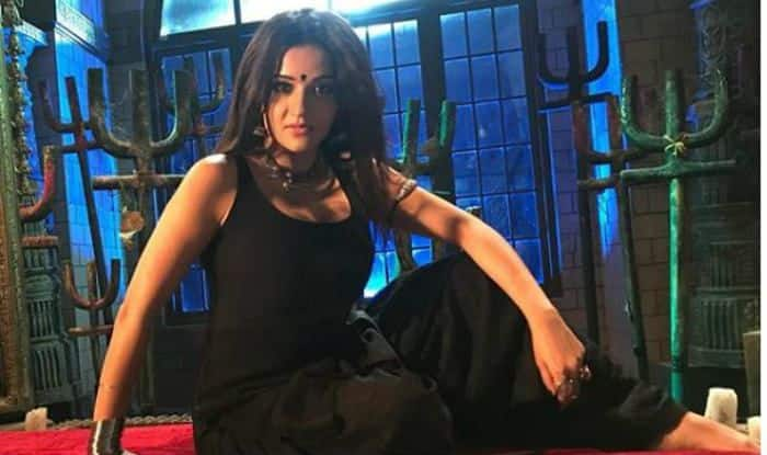 Bhojpuri Hot Bomb And Nazar Fame Monalisa Looks Dangerously Sexy in All Black Outfit – View Picture