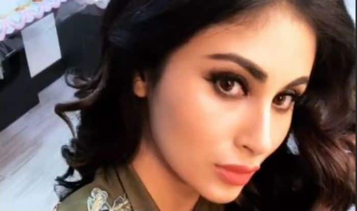 Naagin And Gold Actress Mouni Roy's Selfie in Floral Outfit is the Hottest Thing on The Internet Today, See Pic