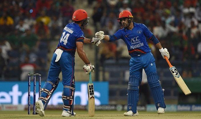 Afghan batsman Gulbadin Naib (L) and teammate Rashid Khan
