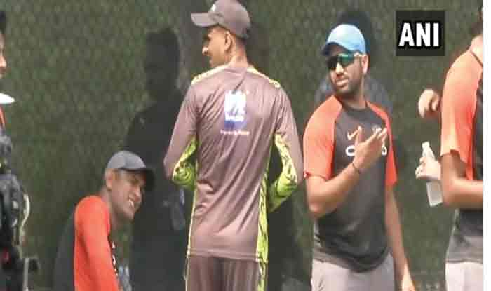 MS Dhoni meets Pakistan cricketer Shoaib Malik during nets session of Asia Cup 2018_ANI