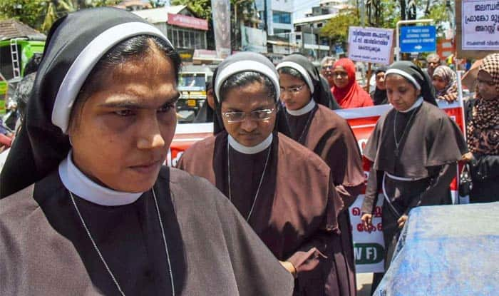 Kerala Nun Abuse Case: Missionaries of Jesus Releases Picture of Rape Victim Sitting Next to Accused Bishop
