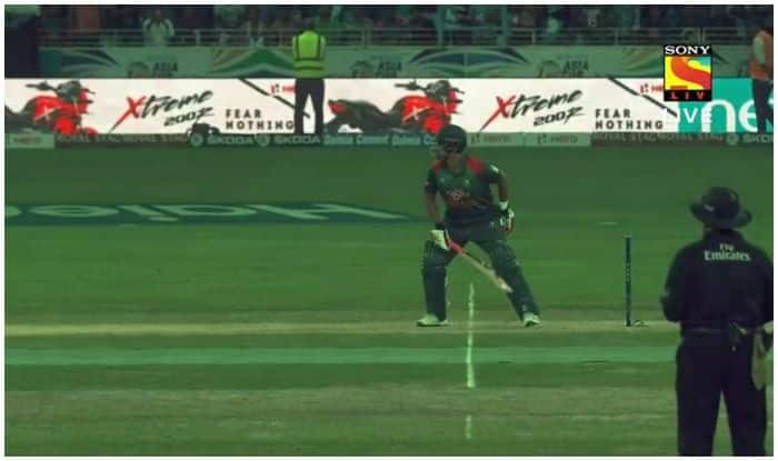 Asia Cup 2018 Bangladesh vs Sri Lanka: Tamim Iqbal Wins Hearts After Batting One-Handed Post Wrist Fracture—Watch Video