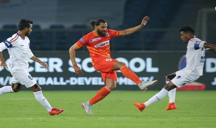 FC Pune City and Delhi Dynamos players in action during the match_ISL Website