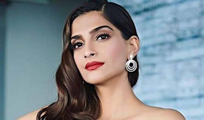 Sonam Kapoor Says 'Being Gay is Non-Issue' in India And Society is Not as Regressive as we Think While Promoting Ek Ladki Ko Dekha Toh Aisa Laga