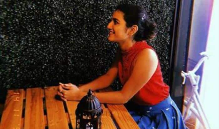 Priya Prakash Varrier, Internet Wink Queen Looks Breathtakingly Hot as She Chills in a Restaurant – See Picture
