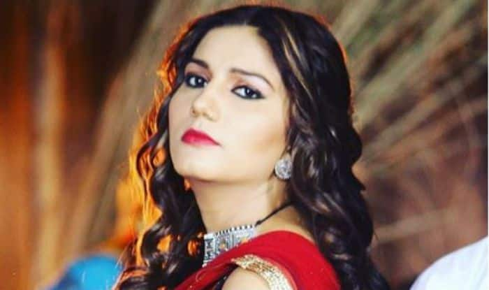 Haryanvi Sizzler Sapna Choudhary Looks Smoking Hot in Blue Kurti And Red Lips – See Picture
