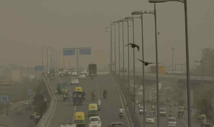 Delhi's Air Quality Deteriorates to 'Severe' Category Ahead of Diwali