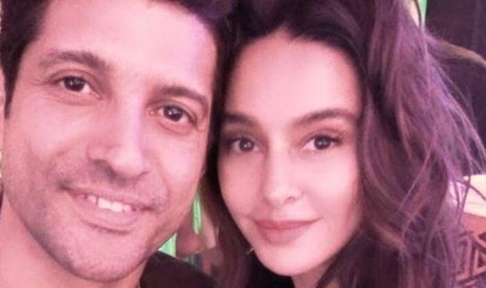 Farhan Akhtar's Adorable Post For Rumoured Girlfriend Shibani Dandekar Will Make You go 'Aww', Calls Her 'Sunshine Girl'