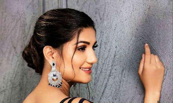 Haryanvi Sizzler And Chetak Fame Sapna Choudhary Flaunts Her Hot Latke Jhatke on Chori Bindaas in Kolkata – Watch Video