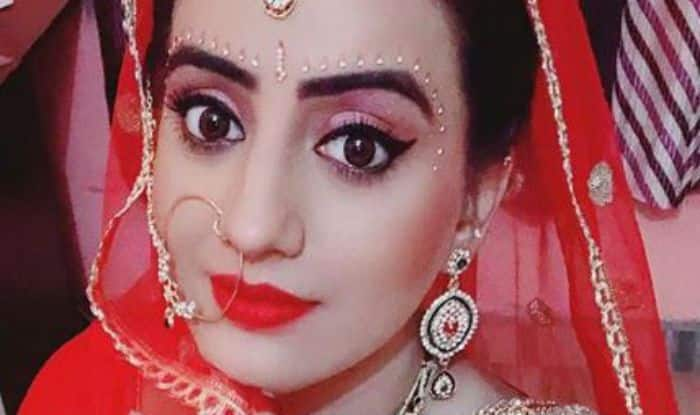 Bhojpuri Sizzler Akshara Singh Looks Uber Hot in Her Bridal Avatar And Red Lips – See Pictures