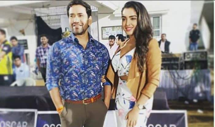 Bhojpuri Hot Couple Amrapali Dubey And Dinesh Lal Yadav Look Stunning as They Strike a Pose For Camera in Cricket Stadium – See Picture