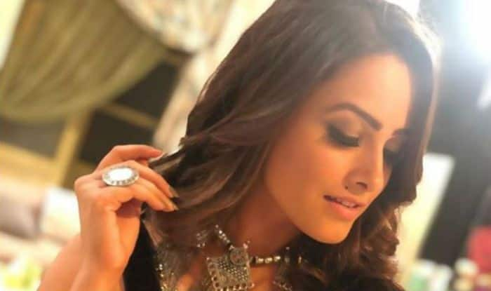 Naagin 3 Fame Anita Hassanandani Looks Hot in Sexy Black Blouse And Stylish Saree – See Picture