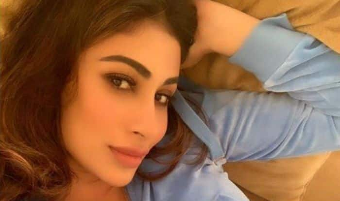 Naagin Hotness Mouni Roy Looks Sexy in Blue Tracksuit as She Comfortably Strikes a Pose For Selfie – See Picture
