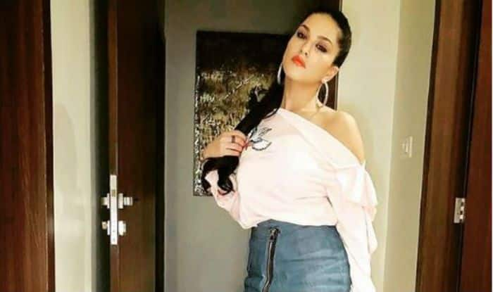 Sunny Leone Looks Super Hot in Short Dress And Red Lips as She Seductively Poses For Camera – See Picture