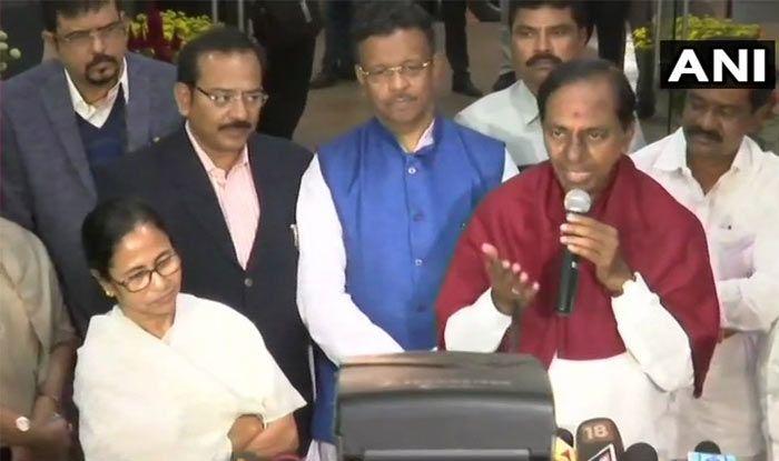 For Non-Congress, Non-BJP Third Front, KCR Reaches Out to Mamata Banerjee