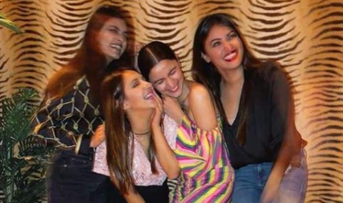 Alia Bhatt's Latest Instagram Picture With BFFs is All About Fun, Laughter And Glam, See Post