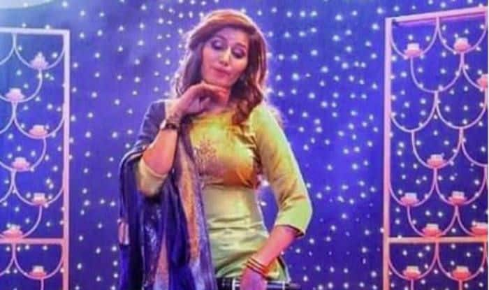 Haryanvi Dance Sensation Sapna Choudhary Flaunts Her Hot Desi Thumkas on Solid Body at Recent Stage Show, Watch Video