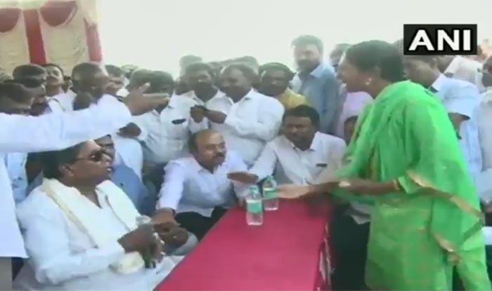 Former Karnataka CM Siddaramaiah Berates Woman at Mysuru Event, Snatches Mic, Pulls Down Her Dupatta – Watch Video
