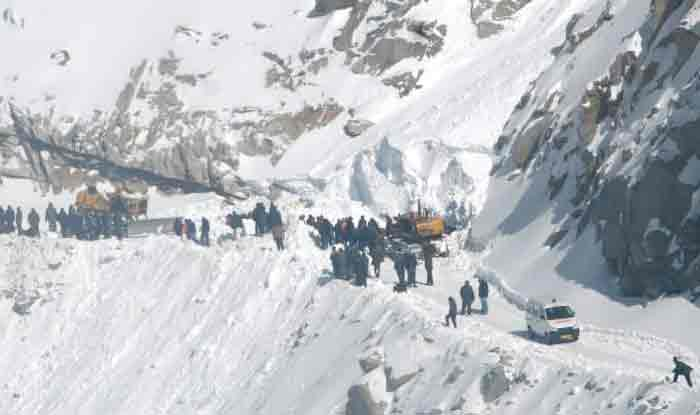 Khardung La Avalanche: Jammu And Kashmir Government Announces Relief Sum of Rs 5 Lakh to Families of Five Deceased