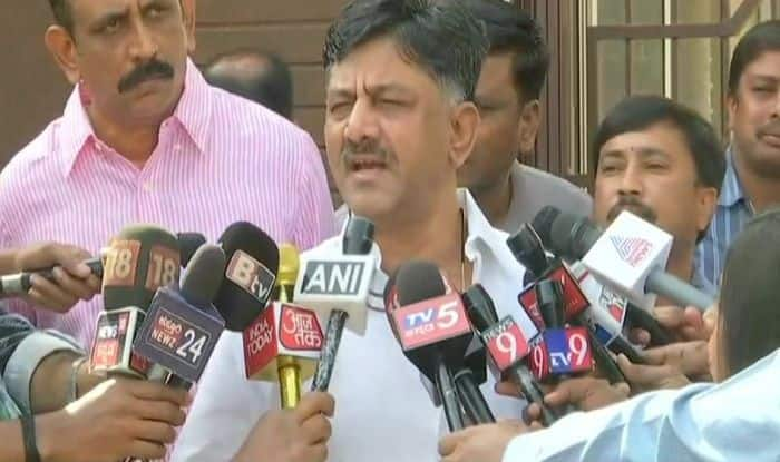 Amid Karnataka Political Crisis, Congress MLA 'Gifts' Mercedes-Benz to Former CM Siddaramaiah; DK Shivakumar Says 'Nothing on Record'