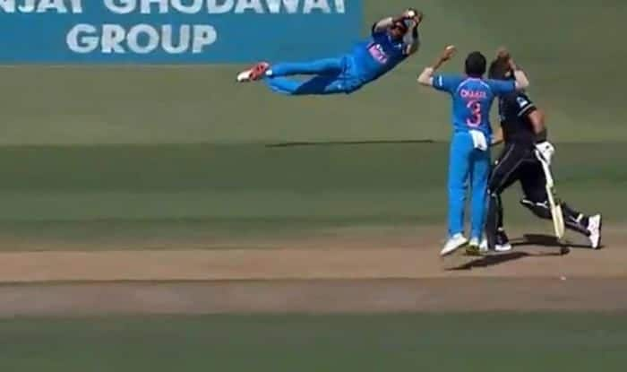 Hardik Pandya flying catch to dismiss Kane Williamson during 3rd ODI_Twitter