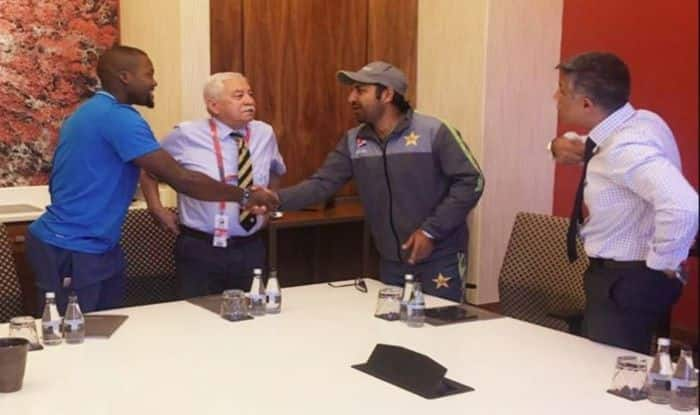 Sarfaraz Ahmed Apologising to West Indies Pacer_Picture credits -Twitter