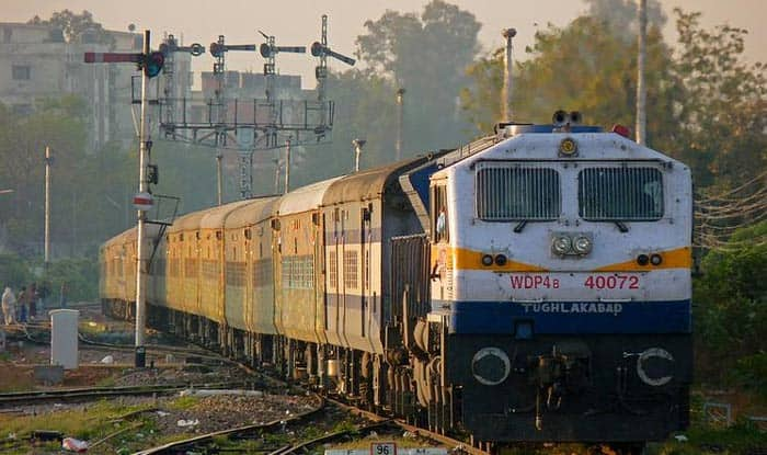Passengers in Two AC Coaches of Jammu-Delhi Duronto Express Looted by Armed Men in Delhi Outskirts