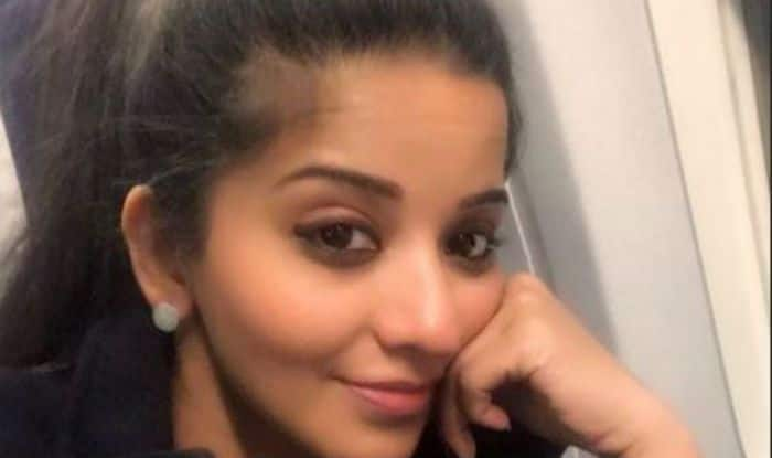 Bhojpuri Hot Actress And Nazar Fame Monalisa Looks Hot as She Clicks Selfie While Traveling, Take a Look