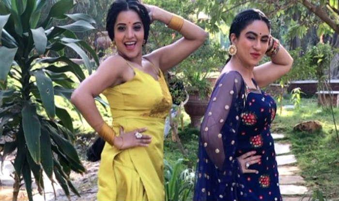 Bhopjuri Hot Actress Monalisa Performs a Sexy Thumka With Dukaayan Priya Malik, Posts Fun Boomerang on Instagram
