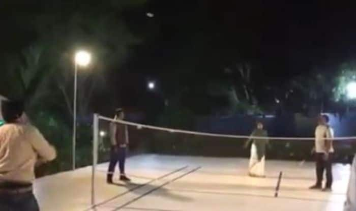 Mamata Banerjee Releases Stress Through Badminton Ahead of 2019 Elections And This Video is Proof! Watch