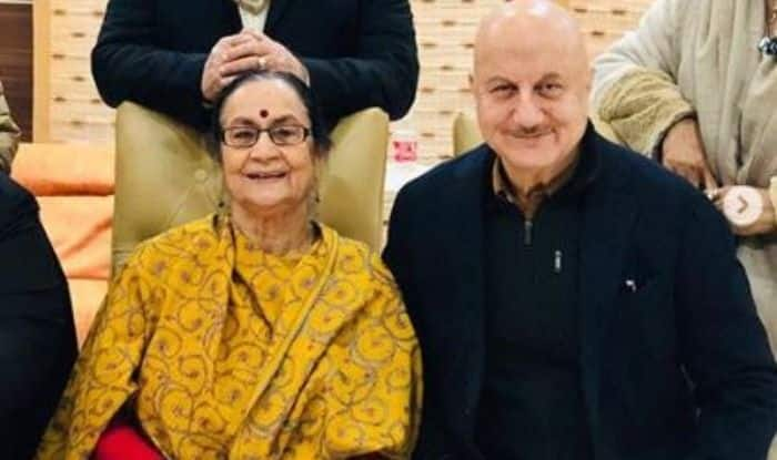 Anupam Kher's Mother Mocks His Acting in The Accidental Prime Minister, Says Manmohan Singh 'Shareef Tha Bechara'