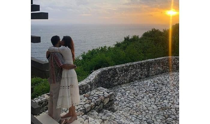 Sonam Kapoor-Anand Ahuja Seal New Year's Day With a Kiss Before Romantic Sunset at Bali, See Pic