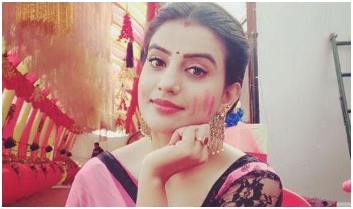 Bhojpuri Sensation Akshara Singh Looks Mesmerising in Hot Pink Saree And Killer Doe-Eyed Expression