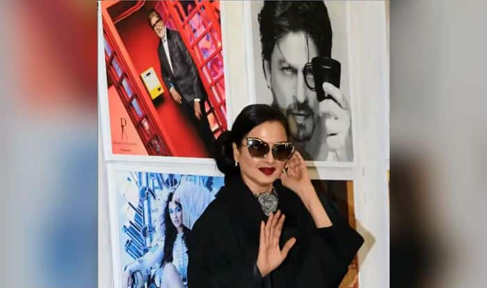 Rekha's Reaction on Seeing Amitabh Bachchan's Photo at Dabboo Ratnani Calendar Launch is Priceless-Watch Viral Video