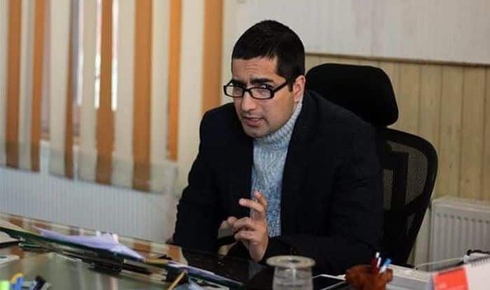 Kashmiri IAS Topper Shah Faesal Quits Govt Job to 'Protest Killings' in Valley, Likely to Join Politics