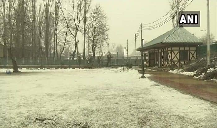 Fresh Snowfall Disrupts Air, Road Movement in Jammu And Kashmir