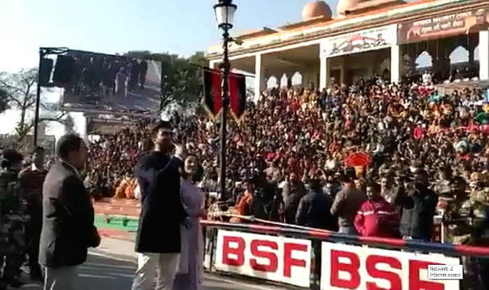 Vicky Kaushal-Yami Gautam Asks 'How's The Josh' And Get a Terrific Response From Audience at Attari-Wagah Border-Watch Video