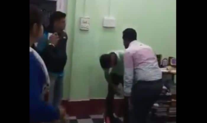 West Bengal: IAS Officer Beats up Youth Inside Police Station For Posting Lewd Comments on Wife's FB Page; Video Goes Viral
