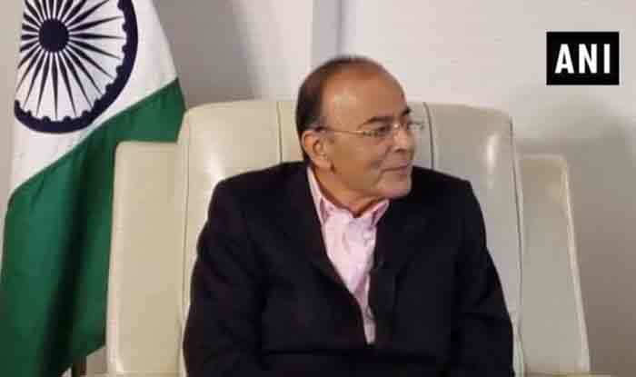 Arun Jaitley Raises Question on Mamata Banerjee's 'Dharna Strategy', Claims She Wants to Project Herself as Nucleus of India's Opposition