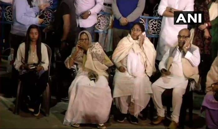 Chit Fund Row: Opposition Parties Come Out in Support of Mamata Banerjee, Say we Stand Together Against 'Fascist Forces'