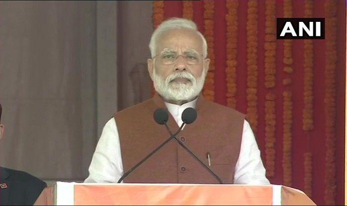 Lok Sabha Elections 2019: CM Chandrababu Naidu Only Switches Sides, Does Nothing For Andhra Pradesh, Says PM Narendra Modi at Guntur