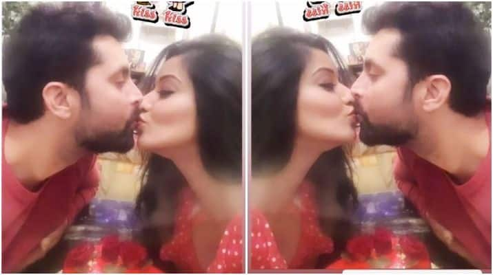 Kiss Day: Bhojpuri Hot Actress And Nazar Fame Monalisa's Lip-Lock Kiss With Husband Vikrant Singh is The Best Thing to See