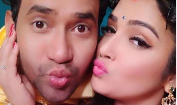 Bhojpuri Bombshell Amrapali Dubey Shares a Cosy Picture With Rumoured Beau Dinesh Lal Yadav Aka Nirahua on His Birthday