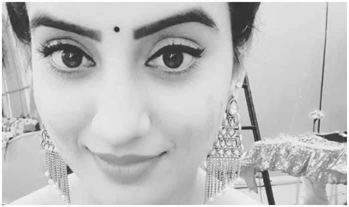 Bhojpuri Bombshell Akshara Singh Sizzles in Monochrome Picture, Sets Internet on Fire